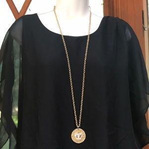 Long necklace from kohl's with multiple uses